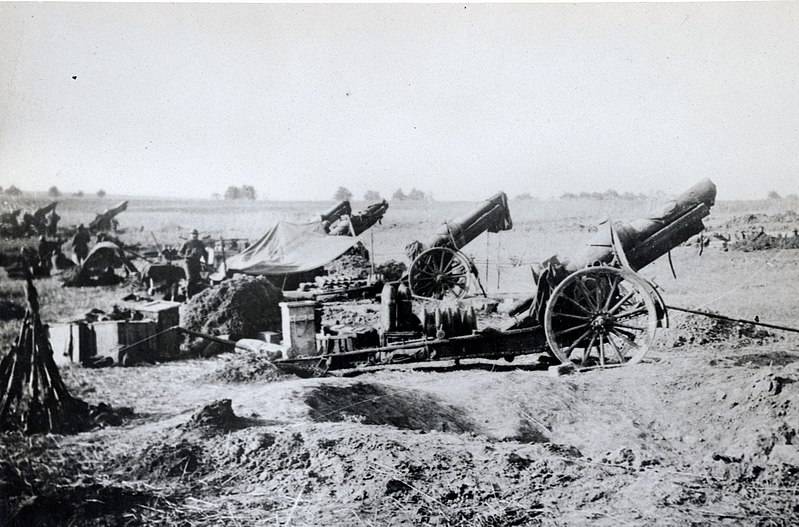 800px-American_heavy_artillery_at_Soissons_1918_-_NARA_45502668